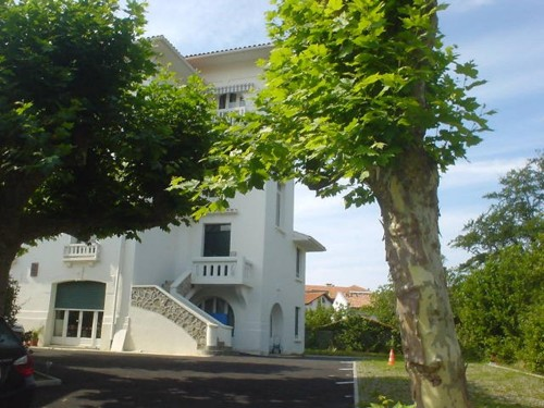 BEL APPARTEMENT AVEC PARKING en location vacances à ST JEAN DE LUZ CENTRE