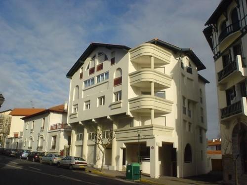 Appartement avec terrasse et parking privé en location vacances à ST JEAN DE LUZ CENTRE