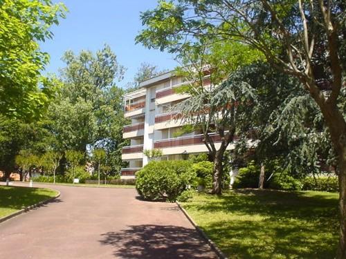 BEL APPARTEMENT AVEC PARKING en location vacances à ST JEAN DE LUZ CENTRE