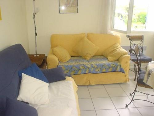 APPARTEMENT AVEC TERRASSE ET PARKING en location vacances à ST JEAN DE LUZ QUARTIER ACOTZ