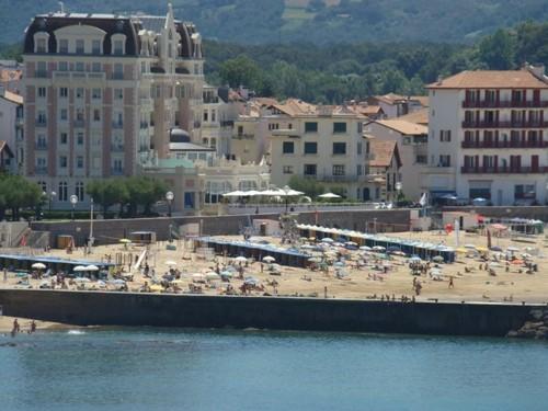 Magnifique appartement face à la baie en location vacances à ST JEAN DE LUZ PLAGE