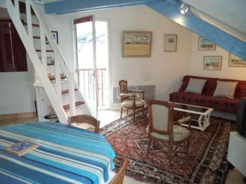 AGREABLE APPARTEMENT  en location vacances à ST JEAN DE LUZ CENTRE VILLE