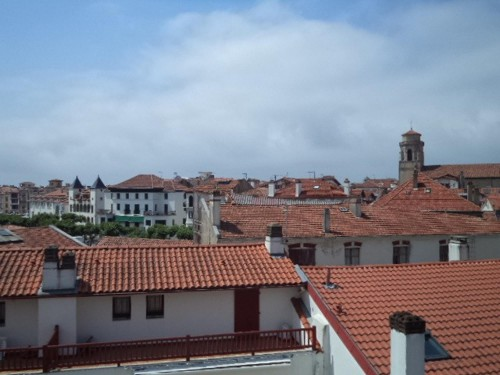 APPARTEMENT EN DUPLEX en location vacances à ST JEAN DE LUZ CENTRE VILLE