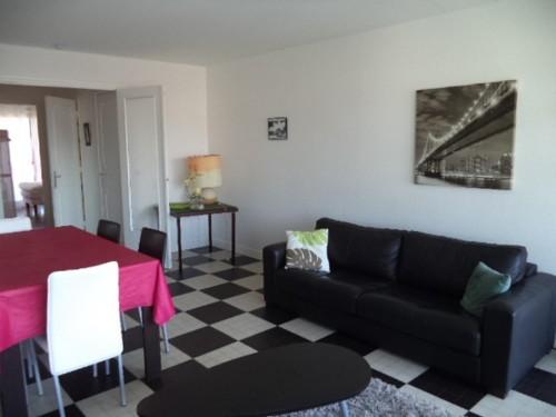 BEL APPARTEMENT AVEC PARKING en location vacances à ST JEAN DE LUZ CENTRE VILLE