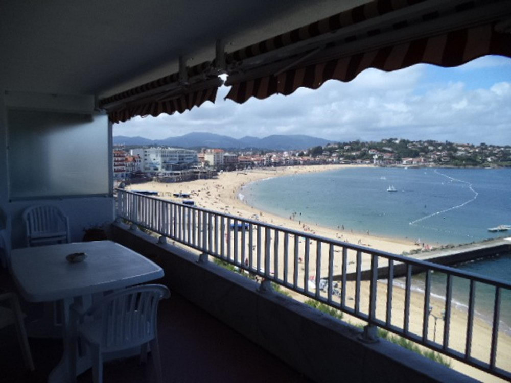 bel appartement avec vue sur mer locations saisonni res saint jean de luz. Black Bedroom Furniture Sets. Home Design Ideas