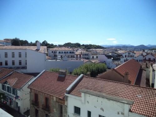GRAND APPARTEMENT AVEC PARKING en location vacances à ST JEAN DE LUZ CENTRE VILLE