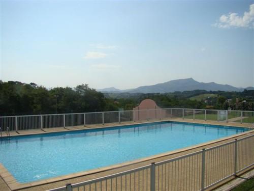 Maison dans complexe avec piscine