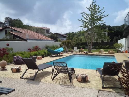 LUXUEUSE VILLA AVEC PISCINE CHAUFFEE en location vacances à Socoa (baie de St Jean de Luz)