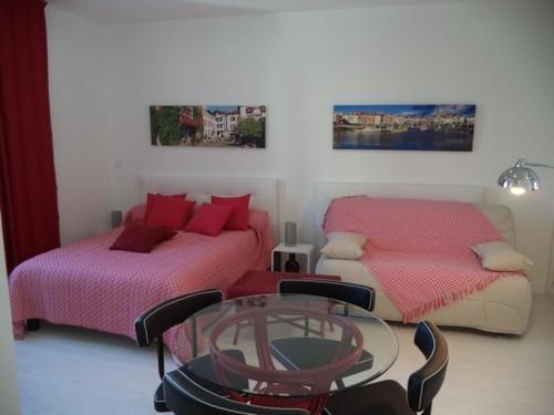 Confortable studio avec parking privé en location vacances à St Jean de Luz centre-ville