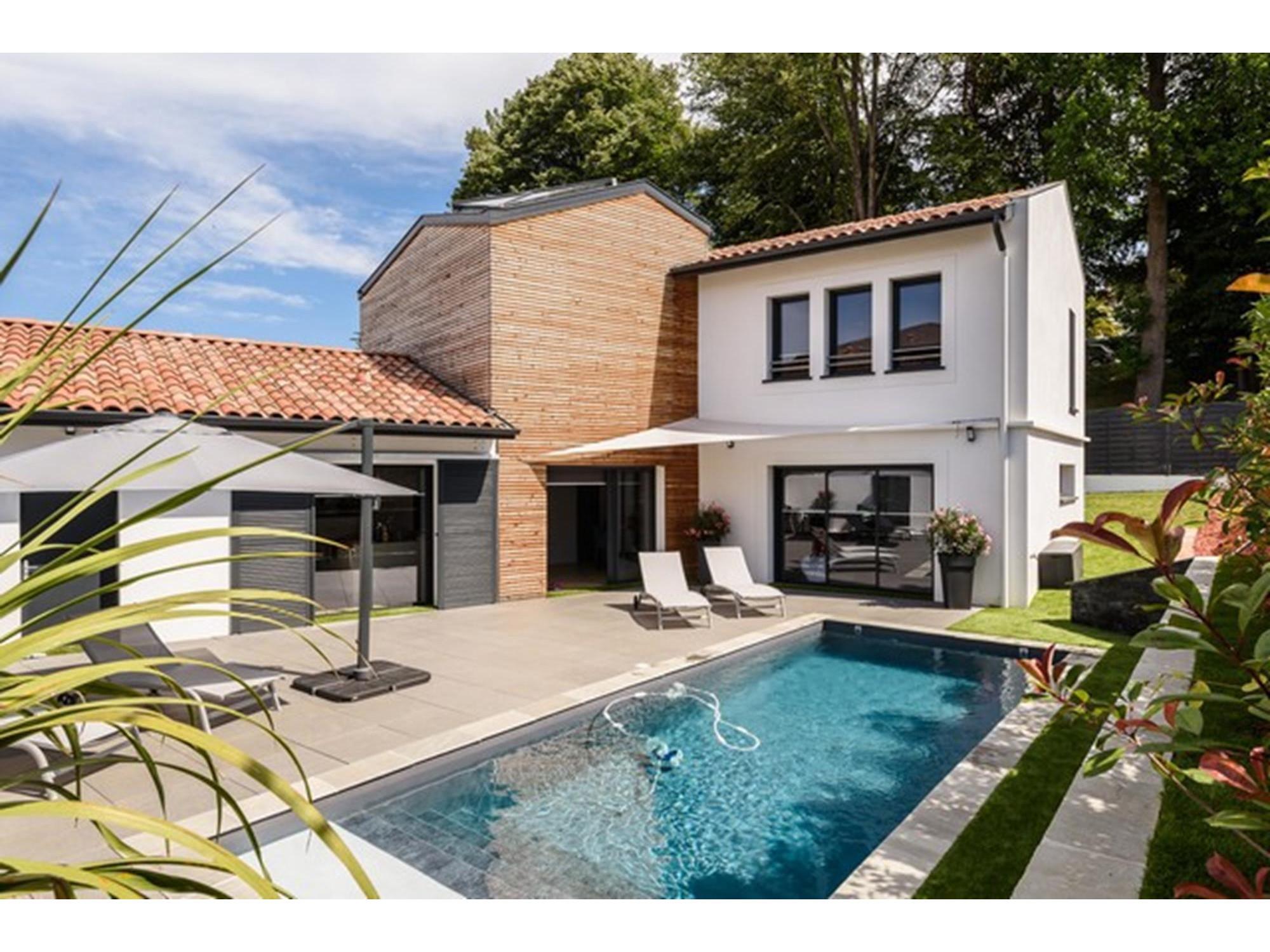 Belle villa contemporaine avec piscine