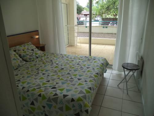 Appartement dans résidence avec piscine en location vacances à CIBOURE