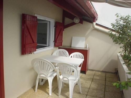 Appartement avec terrasse dans résidence en location vacances à ST JEAN DE LUZ CENTRE