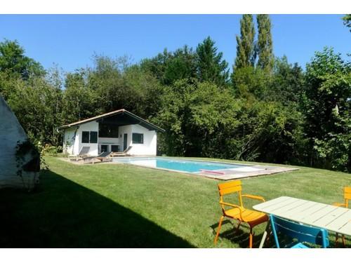 Belle maison avec piscine en location vacances à SARE