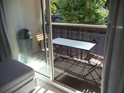 Studio avec balcon et parking privé