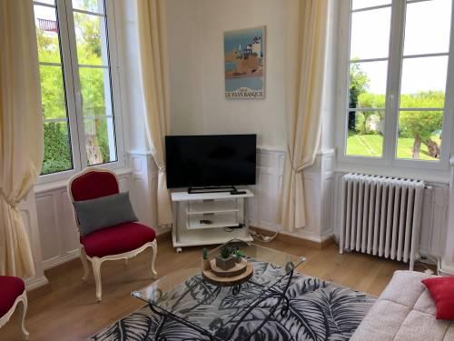 Appartement vue sur mer dans villa